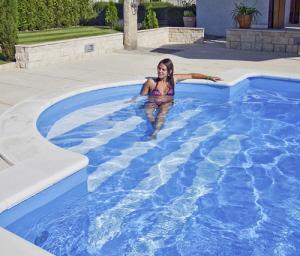 selbstbau schwimmbecken set mit r mischer treppenanlage. Black Bedroom Furniture Sets. Home Design Ideas